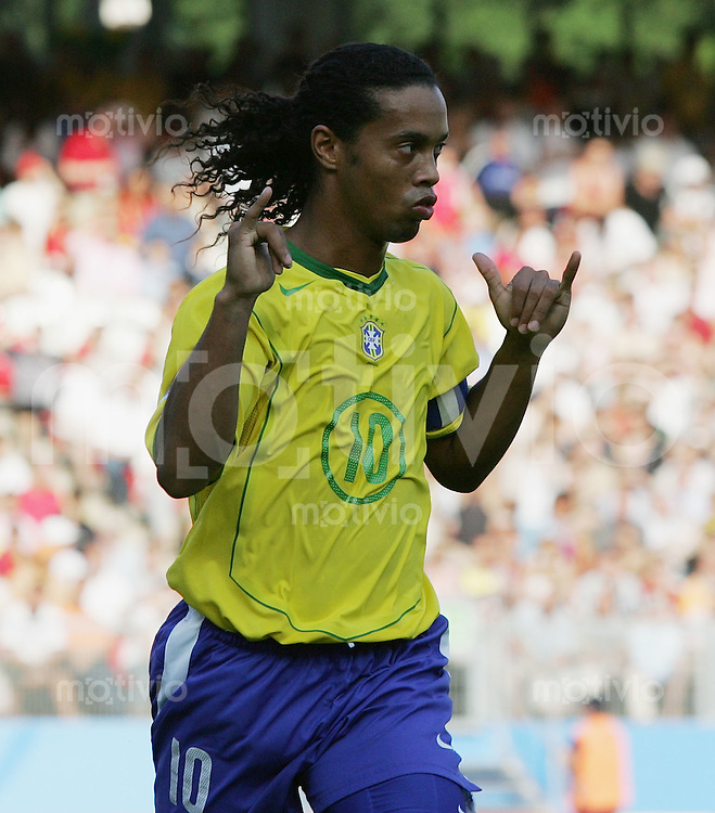 Fussball International FIFA Confederations Cup 2005 Halbfinale Deutschland - Brasilien JUBEL BRA, Ronaldinho erzielt per Elfmeter das 1-2