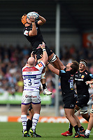 Ollie Atkins of Exeter Chiefs wins the ball at a lineout. Gallagher Premiership match, between Exeter Chiefs and Leicester Tigers on September 1, 2018 at Sandy Park in Exeter, England. Photo by: Patrick Khachfe / JMP