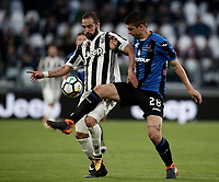 Calcio, Serie A: Juventus - Atalanta, Torino, Allianz Stadium, 14 marzo 2018. <br /> Juventus' Gonzalo Higuain (l) in action with Atalanta's Gianluca Mancini (r) during the Italian Serie A football match between Juventus and Atalanta at Torino's Allianz stadium, March 14, 2018.<br /> UPDATE IMAGES PRESS/Isabella Bonotto