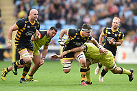 Guy Thompson of Wasps takes on the Leicester Tigers defence. Aviva Premiership semi final, between Wasps and Leicester Tigers on May 20, 2017 at the Ricoh Arena in Coventry, England. Photo by: Patrick Khachfe / JMP