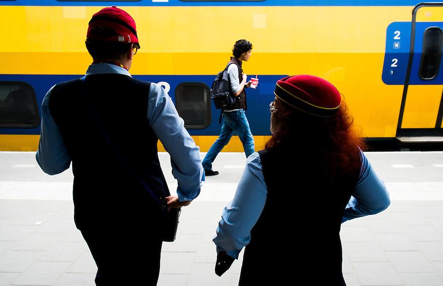 Nederland, Hilversum, 1mei 2013<br /> Twee conductrices op het perron.<br /> Foto(c): Michiel Wijnbergh