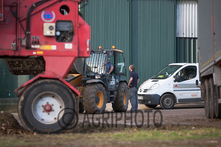 Fitter talking to a farmer in a farmyard<br /> Picture Tim Scrivener 07850 303986