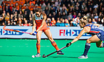 ROTTERDAM -Ginella Zerbo (Ned) met Ashley Hoffman (USA)  tijdens de Pro League hockeywedstrijd dames, Netherlands v USA (7-1)  ..COPYRIGHT  KOEN SUYK