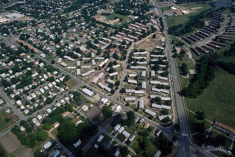 1993 May 21..Assisted Housing..Diggs Town (6-6)...Looking North.Campostella Road on right.Berkley Avenue on left...NEG#.NRHA#..HOUSING: DiggsTn2 2:2