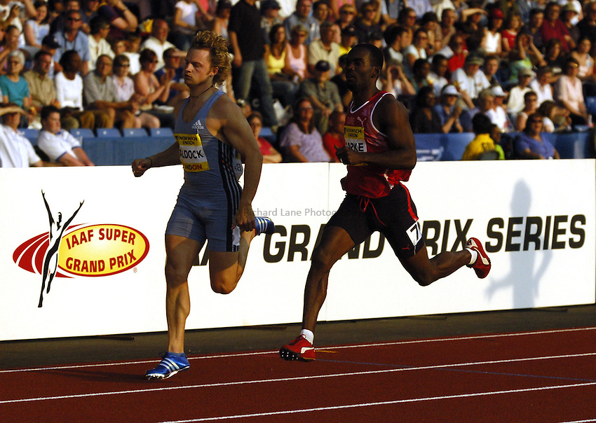 Photo: Richard Lane..Norwich Union London Grand Prix Athletics at Crystal Palace. 30/07/2004..Sean Baldock (lt) and Davian Clarke in the mens 400m.