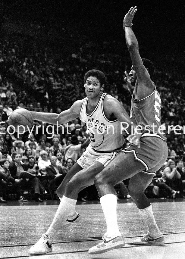 Warriors Joe Barry Carroll guarded by 76er Darryl Dawkins.<br /> (1981 photo/Ron Riesterer)