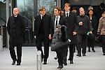 m heutigen Sonntag (15.11.2009) nahmen die Fans und Freunde des am 10.11.2009 verstorbenen Nationaltorwartes Robert Enke ( Hannover 96 ) Abschied. In der groessten Trauerfeier nach Adenauer kamen rund 100.000 Tr&scaron;uergaeste zur AWD Arena. Zu den VIP z&scaron;hlten u.a. Altkanzler Gerhard Schroeder, Bundestrainer Joachim Loew und die aktuelle DFB Nationalmannschaft, sowie Vertreter der einzelnen Bundesligamannschaften und ehemalige Vereine, in denen er gespielt hat. Der Sarg wurde im Mittelkreis des Stadions aufgebahrt. Trauerreden hielten u.a. MIniterpr&scaron;sident Christian Wulff, DFB Pr&scaron;sident Theo Zwanziger , Han. Pr&scaron;sident Martin Kind <br /> <br /> <br /> Foto: Thomas Schaaf, Clemens Fritz, Torsten Frings, Tim Borowski<br />  <br /> Foto: &copy; nph ( nordphoto )  <br /> <br />  *** Local Caption *** Fotos sind ohne vorherigen schriftliche Zustimmung ausschliesslich fŁr redaktionelle Publikationszwecke zu verwenden.<br /> Auf Anfrage in hoeherer Qualitaet/Aufloesung