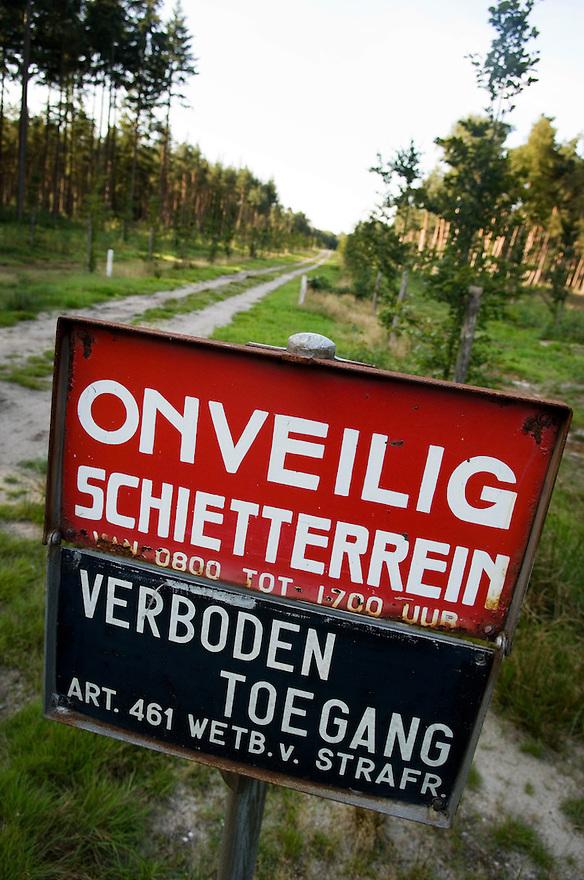 Nederland, Heerde, 20 sept 2006<br /> De Dellen, voormalig militair oefenterrein en schietterrein.<br /> Diverse landschappen, bos, heide, bomen<br /> <br /> <br /> Foto: (c) Michiel Wijnbergh