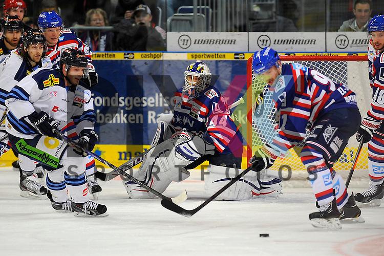 Straubings Kristopher Beech (Nr.15) gegen Mannheims Marc El-Sayed (Nr.91) vor dem Tor von Mannheims Dennis Endras (Nr.44)  beim Spiel in der DEL, Adler Mannheim - Straubing Tigers.<br /> <br /> Foto &copy; Ice-Hockey-Picture-24 *** Foto ist honorarpflichtig! *** Auf Anfrage in hoeherer Qualitaet/Aufloesung. Belegexemplar erbeten. Veroeffentlichung ausschliesslich fuer journalistisch-publizistische Zwecke. For editorial use only.