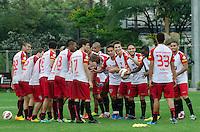 SÃO PAULO, SP, 24 DE SETEMBRO DE 2013 - TREINO SAO PAULO - Jogadores do São Paulo, durante treino no CT da Barra Funda, região oeste da capital, na tarde desta terça feira, 24. FOTO: ALEXANDRE MOREIRA / BRAZIL PHOTO PRESS