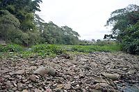 AMPARO,SP - 18.08.2015 - ABASTECIMENTO-SP - O Rio Camanducaia, que abastece as cidades das regiões de Campinas e Piracicaba, entrou em estado de restrição para captação entre 20% e 30% a partir desta terça-feira (18), segundo portaria emitida pelas Agência Nacional de Águas (Ana) e Departamento de Água e Energia Elétrica (DAEE). A vazão de referência em metros cúbicos por segundo chegou a 1,32, abaixo do limite mínimo ou igual a 1,5, em Amparo, interior do estado de SP. (Foto: Eduardo Carmim/Brazil Photo Press)
