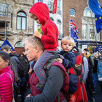 L'enorme marcia di circa un milione di persone a Londra contro la Brexit prima del ritiro ufficiale dell'Inghilterra dall'UE, il 31 ottobre.<br />