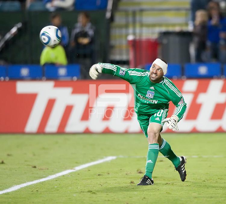 SANTA CLARA, CA – OCTOBER 16: San Jose Earthquakes goalie Jon Busch (18) during a soccer match at Buck Shaw Stadium, October 16, 2010 in Santa Clara, California. Final score San Jose Earthquakes 0, Houston Dynamo 1.