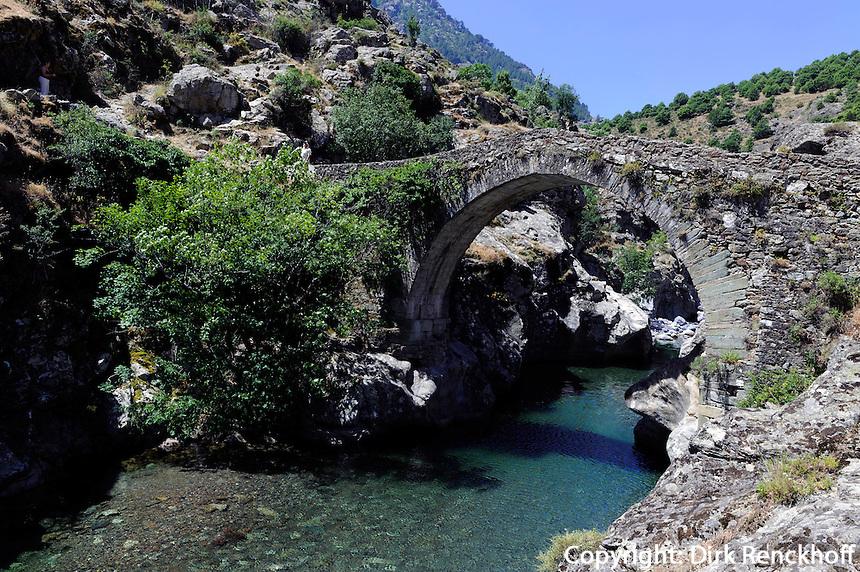 Genuesische Brücke über Stranciacone = Oberlauf des Asco bei Ascol, Korsika, Frankreich