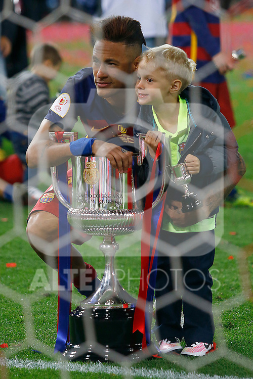 FC Barcelona's Neymar Santos Jr celebrates with his son the victory in the Spanish Kings Cup Final match. May 22,2016. (ALTERPHOTOS/Acero)