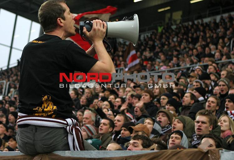 2.Liga FBL 2008/2009  15. Spieltag Hinrunde<br /> FC St.Pauli &ndash; vs. FC Ingolstadt 04 1:0<br /> <br /> <br /> Einpeitscher der Singing Area beim FC St.Pauli in der S&uuml;dkurve.<br /> <br /> <br /> <br /> <br /> Foto &copy; nph (nordphoto)<br /> <br /> *** Local Caption ***