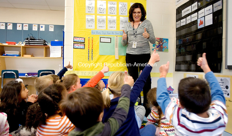MIDDLEBURY CT. 02 October 2015-100215SV08-Patricia Hahn, teacher, teaches math to her kindergarten class at Long Meadow Elementary School in Middlebury Friday. Teachers are using new math materials the district got for grades K to 3 this year. <br /> Steven Valenti Republican-American