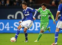 FUSSBALL   1. BUNDESLIGA  SAISON 2012/2013   7. Spieltag   FC Schalke 04 - VfL Wolfsburg        06.10.2012 Ibrahim Afellay (li, FC Schalke 04) gegen Fagner (re, VfL Wolfsburg)