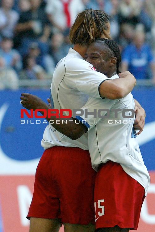 Bundesliga 2004/2005 -  Hamburger SV <br /> <br /> Hamburger SV vs 1.FC Nuernberg (NŁrnberg)<br /> <br /> Daniel Van Buyten schiesst das 1-0 fuer den HSV und jubelt mit Emile Mpenza vor den Augen von Raphael Schaefer ( Sch&scaron;fer). <br /> <br /> Foto &copy; nordphoto - Anja Heinemann<br /> <br /> <br /> <br /> <br /> <br /> <br /> <br />  *** Local Caption *** Foto ist honorarpflichtig! zzgl. gesetzl. MwSt.<br /> <br /> <br /> <br /> Belegexemplar erforderlich<br /> <br /> <br /> <br /> Adresse: nordphoto<br /> <br /> <br /> <br /> Georg-Reinke-Strasse 1<br /> <br /> <br /> <br /> 49377 Vechta