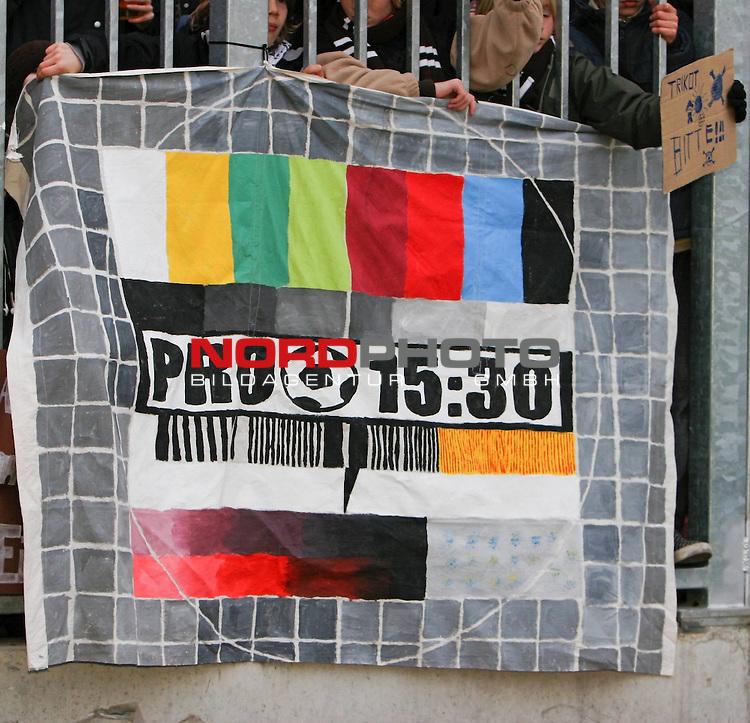 2.Liga FBL 2008/2009  11. Spieltag Hinrunde<br /> FC St.Pauli &ndash; vs. 1.FC N&uuml;rnberg 1:0<br /> <br /> Protest: Pro 15:30 Uhr gegen Kommerz, DFL und neue Anstosszeiten.<br /> <br /> <br /> Foto &copy; nph (nordphoto)<br /> <br /> *** Local Caption ***