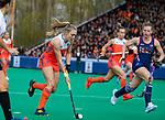 ROTTERDAM - Kyra Fortuin (Ned) met Julia Young (USA)   tijdens de Pro League hockeywedstrijd dames, Netherlands v USA (7-1)  ..COPYRIGHT  KOEN SUYK