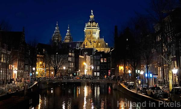 Nederland Amsterdam 2019. De Basiliek van de Heilige Nicolaas in het Red Light District. Foto Berlinda van Dam / Hollandse Hoogte
