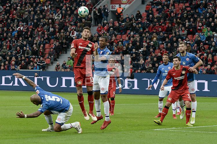 Football : Germany -1. Bundesliga  2017/18 <br /> Bayer Leverkusen 04 vs Mainz <br /> 28/01/2018 - Nigel Dejong  (FSV Mainz 05), Lucas Alario ( Bayer 04 Leverkusen), Abdou Diallo (FSV Mainz 05) *** Local Caption *** &copy; pixathlon<br /> Contact: +49-40-22 63 02 60 , info@pixathlon.de
