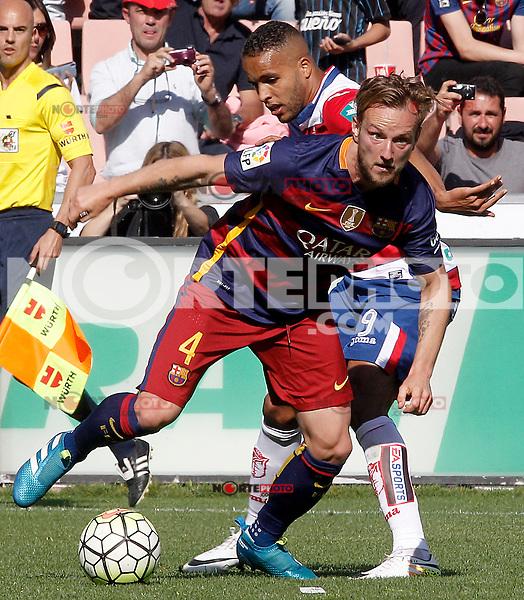 Granada's Youssef El Arabi (r) and FC Barcelona's Ivan Rakitic during La Liga match. May 14,2016. (ALTERPHOTOS/Acero) /NortePhoto.com