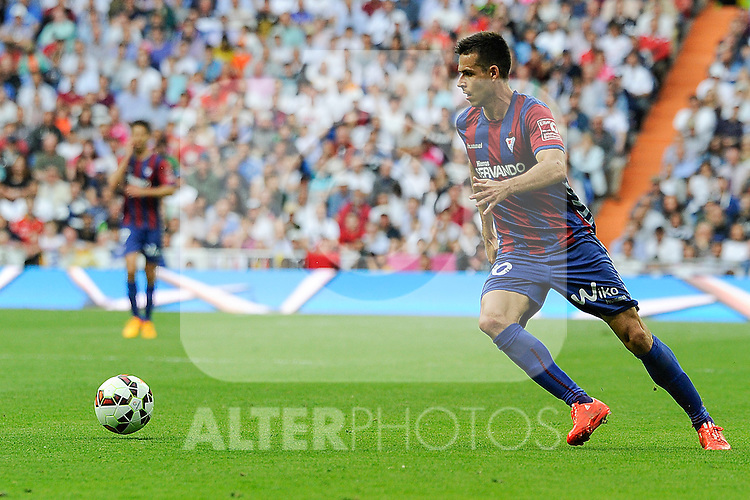 Eibar´s Manuel Del Moral during 2014-15 La Liga match between Real Madrid and Eibar at Santiago Bernabeu stadium in Madrid, Spain. April 11, 2015. (ALTERPHOTOS/Luis Fernandez)