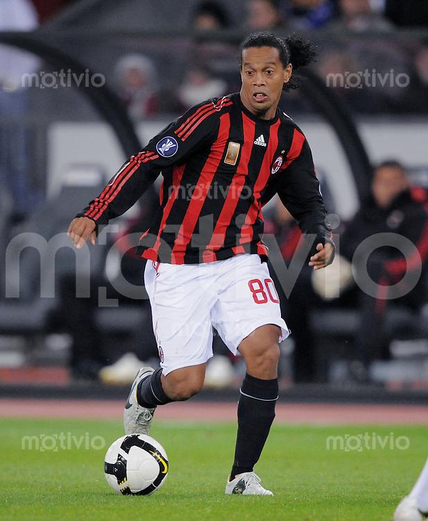 Fussball  UEFA Cup  1. Runde   2008/2009   18.09.2008 AC Mailand - FC Zuerich Ronaldinho (Mailand ) am Ball