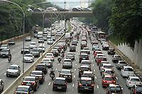SAO PAULO, SP, 31 JANEIRO 2013 - TRANSITO EM SAO PAULO -  Transito intenso na regiao do viaduto da Santa Generosa no Paraiso regiao central da capital paulista nessa quinta, 31. (FOTO: LEVY RIBEIRO / BRAZIL PHOTO PRESS