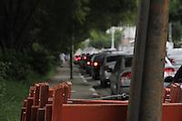SÃO PAULO, SP, 28 JANEIRO DE 2013  - TRANSITO SP - Motorista enfrenta congestionamento na Av Rudge,  para acesso a Av Rio Branco, na manhã dessa segunda-feira, 28, zona central da capital - FOTO: LOLA OLIVEIRA - BRAZIL PHOTO PRESS