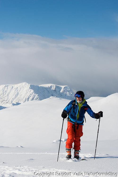 Mann går på ski på Eidvågtind på Seiland. Veggen i bakgrunnen. ---- Skier in Seiland mountains by winter.
