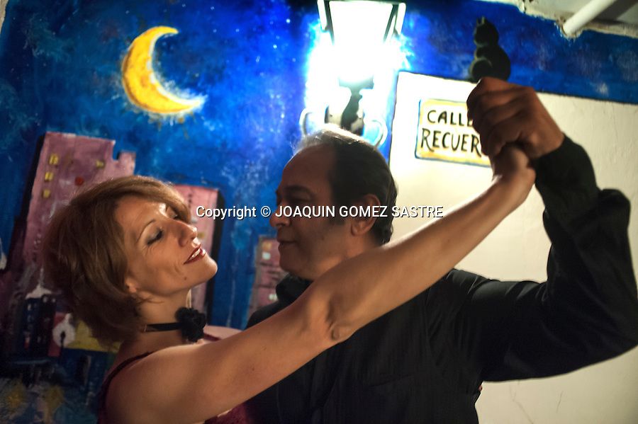 Andrea Sraier and Cecilio Garcia rehearsing a tango for a concert held in the premises of association friends of tango<br />  PHOTO &copy; JOAQUIN GOMEZ  SASTRE