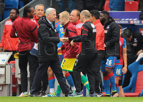 09.04.2016. Selhurst Park, London, England. Barclays Premier League. Crystal Palace versus Norwich. Crystal Palace Manager Alan Pardew shakes hands with Norwich City Manager Alex Neil at full time, 1-0 Crystal Palace