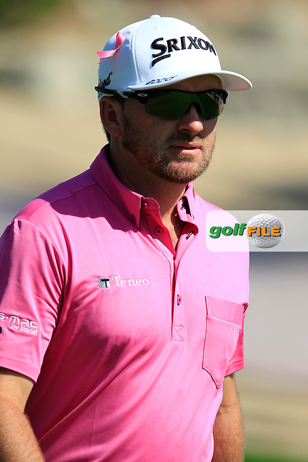 Graeme McDOWELL (NIR) walks off the 9th tee during Pink Friday's Round 2 of the 2015 Omega Dubai Desert Classic held at the Emirates Golf Club, Dubai, UAE.: Picture Eoin Clarke, www.golffile.ie: 1/30/2015