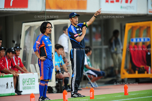 (R-L)  Hisashi Kurosaki,  Motoharu Watanabe (Albirex),JULY 16, 2011 - Football :Albirex Niigata head coach Hisashi Kurosaki during the 2011 J.League Division 1 match between Shimizu S-Pulse 2-1 Albirex Niigata at OUTSOURCING Stadium Nihondaira in Shizuoka, Japan. (Photo by AFLO)