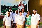 BURKINA FASO , Bobo Dioulasso, Good Shepherd Sisters / Die Schwestern vom Guten Hirten, rechts Oberin SR. YVONNE CLEMENCE BAMBARA und Schwesterngemeinschaft