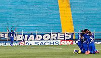 ATENÇÃO EDITOR: FOTO EMBARGADA PARA VEÍCULOS INTERNACIONAIS SÃO CAETANO,SP,22 SETEMBRO 2012 - CAMPEONATO BRASILEIRO SERIE B -SÃO CAETANO x CRB - Gabriel (4)  jogador do São Caetano  comemora gol durante partida São Caetano X CRB válido pela 26º rodada do Campeonato Brasileiro serie B no Estádio Anacleto Campanela, no abc paulista na tarde  deste sabado (22).(FOTO: ALE VIANNA -BRAZIL PHOTO PRESS)