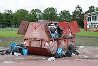 Nederland  Amsterdam  2016. Startblok Riekerhaven.  Overvolle container bij de containerwoningen voor studenten en vluchtelingen in Amsterdam-West.  Foto Berlinda van Dam / Hollandse Hoogte