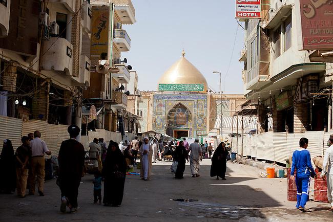 Maula Ali Shrine Wallpaper: Daily Life In Najaf