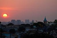 ATENÇÃO EDITOR: FOTO EMBARGADA PARA VEÍCULOS INTERNACIONAIS SÃO PAULO,SP,17SETEMBRO 2012 - Fim de tarde na região da Vila Prudente FOTO ALE VIANNA -BRAZIL PHOTO PRESS)