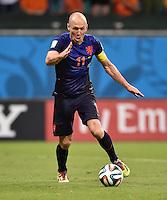 FUSSBALL WM 2014  VORRUNDE    Gruppe B     Spanien - Niederlande                13.06.2014 Arjen Robben (Niederlande) am Ball