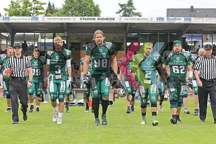 Die Bielefeld Bulldogs sind bereit im Spiel der Bielefeld Bulldogs - Luebeck Cougars.<br /> <br /> Foto &copy; PIX *** Foto ist honorarpflichtig! *** Auf Anfrage in hoeherer Qualitaet/Aufloesung Belegexemplar erbeten Veroeffentlichung ausschliesslich fuer journalistisch-publizistische Zwecke For editorial use only