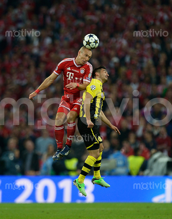 FUSSBALL  CHAMPIONS LEAGUE  FINALE  SAISON 2012/2013  25.05.2013 Borussia Dortmund - FC Bayern Muenchen Arjen Robben (li, FC Bayern Muenchen) gegen Ilkay Guendogan (Borussia Dortmund)