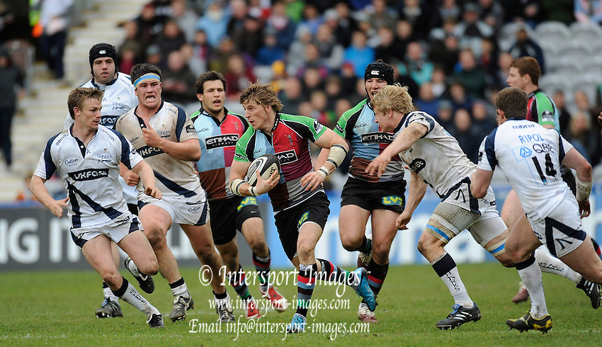 Twickenham, GREAT BRITAIN,  Quins,  David STRETTLE, breaking with the ball, during the Guinness Premiership match, Harlequins vs Sale Sharks, played at Twickenham Stoop, Twickenham, Surrey, on Saturday  08/05/2010  [Photo Peter Spurrier/Intersport-images]