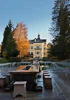 Oesterreich, Salzburger Land, Salzburg: Schloss Hellbrunn mit Fuerstentisch und Wasserspielen | Austria, Salzburger Land, Salzburg: Castle Hellbrunn, tricky table with fountains