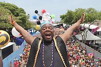 Recife (PE), 22/02/2020 - Carnaval-Recife - O ator e apresentador Erico Bras durante o bloco Galo da Madrugada. Milhares acompanham pelas ruas do centro do Recife; o desfile do Galo da Madrugada, eleitor o maior bloco carnavalesco do planeta, neste sabado (22). (Foto: Pedro De Paula/Codigo 19/Codigo 19)