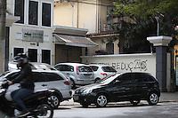 SAO PAULO,SP, 18.08.2015 - PROTESTO-SP - Sede do diretório estadual do PMDB amanheceu pixado, nesta terça-feira, 18. O protesto é contra a redução da maioridade penal. (Foto: Douglas Pingituro / Brazil Photo Press)