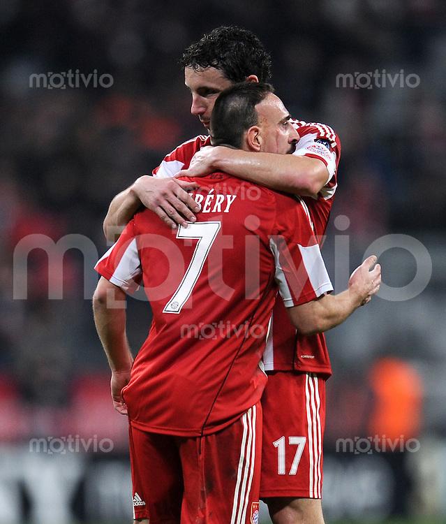 FUSSBALL   CHAMPIONS LEAGUE   SAISON 2010/2011   GRUPPE  E 08.12.2010 FC Bayern  Muenchen  - FC Basel (v. li) JUBEL nach dem Tor zum 1:0 von Franck Ribery mit Mark van Bommel (FC Bayern Muenchen)